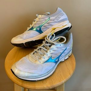 Mizuno Wave Rider v20 running shoes